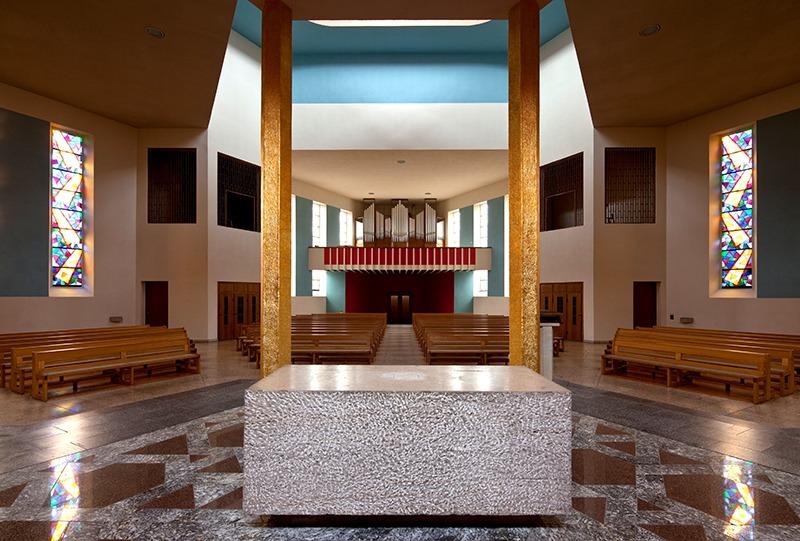 Zur Heiligsten Dreieinigkeit | DLI