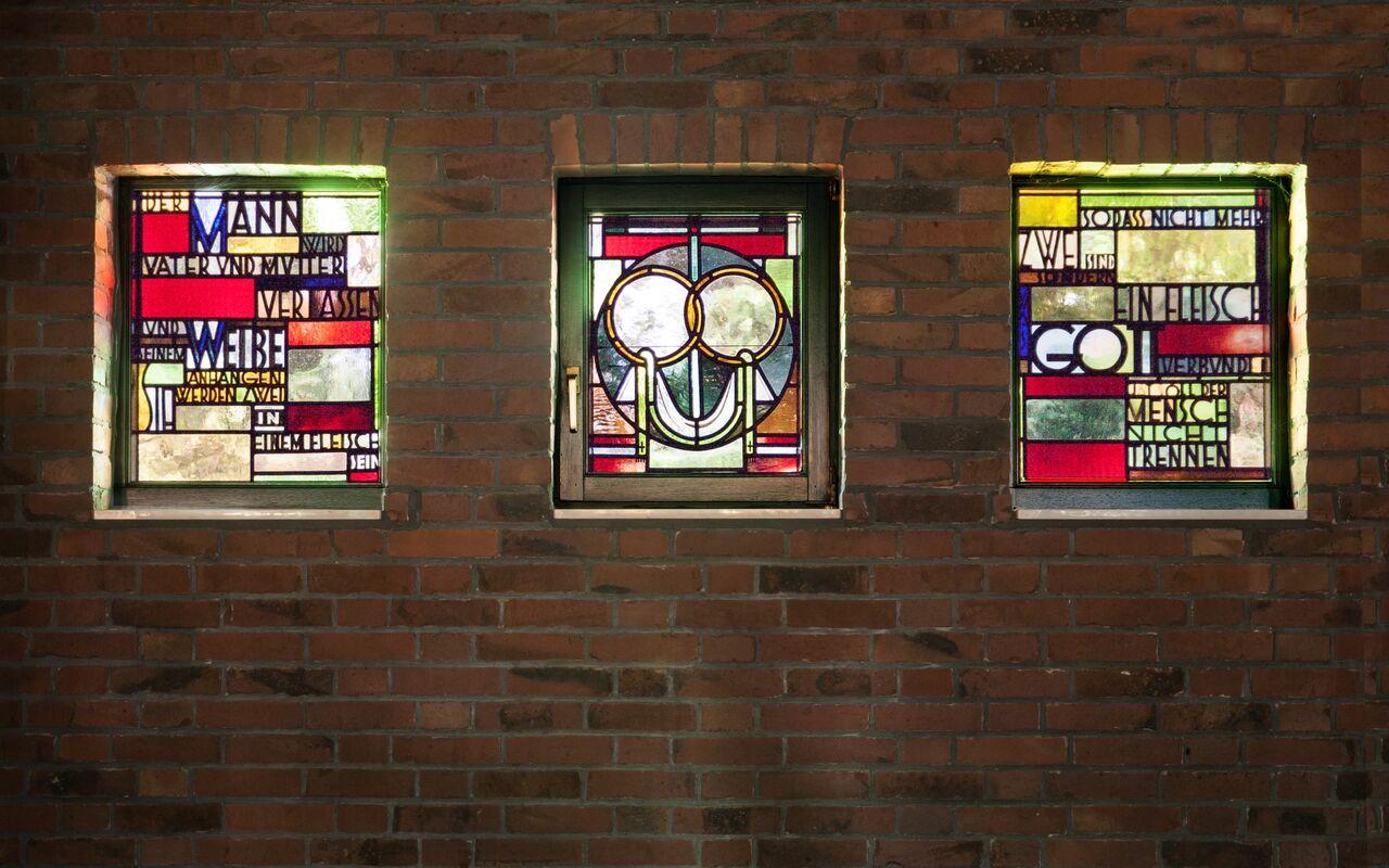 Twist-Schöninghsdorf | St. Franziskus | Fenstergestaltung | Foto: Pia Landmann, Bild: Ruth und Theo M. Landmann Archiv e. V. width=