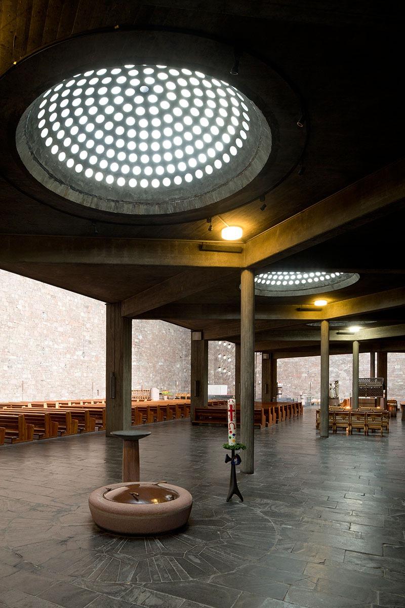 Düren | St. Anna | Taufort im Seitenschiff| Foto: Florian Monheim, Krefeld
