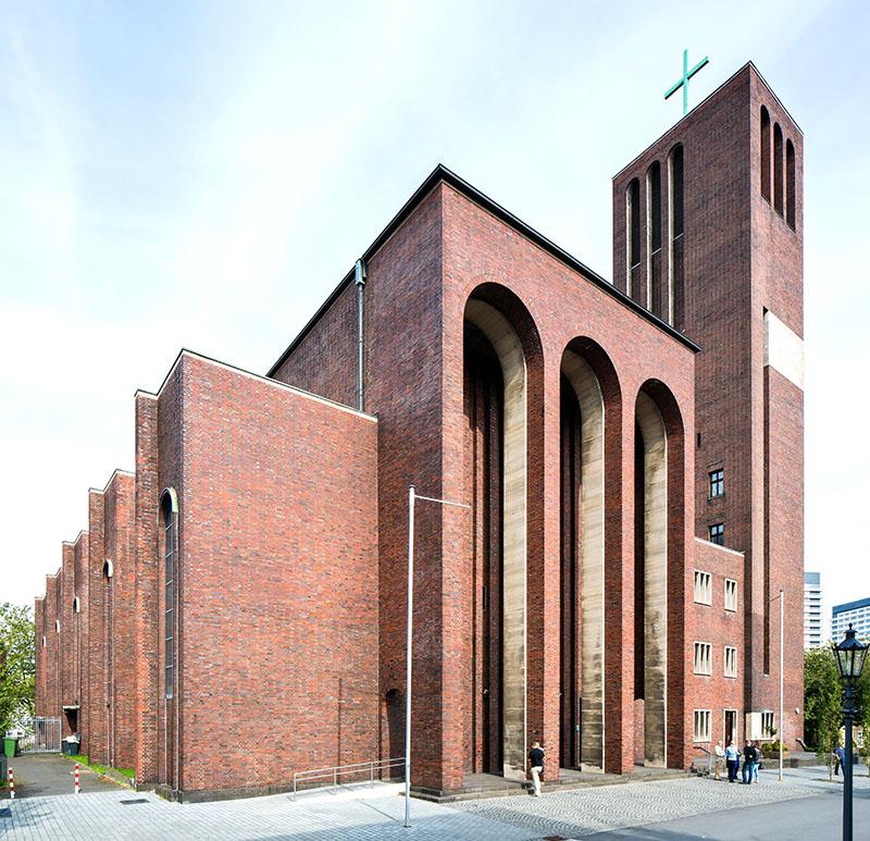 Mülheim an der Ruhr | Mariae Geburt | Außenbau | Foto: © Architektur-Bildarchiv / Thomas Robbin