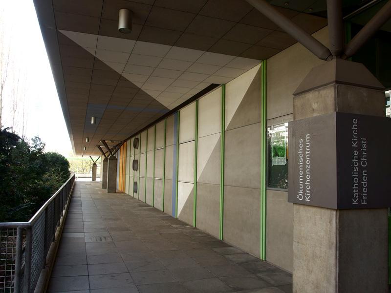 München-Olympiadorf | Ökumenisches Zentrum | Außenwand | Foto: © Andreas Poschmann / Deutsches Liturgisches Institut