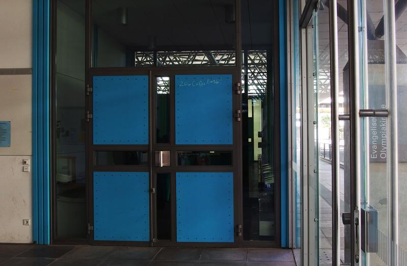 München-Olympiadorf | Ökumenisches Zentrum | Eingang zum evangelischen Kirchenraum | Foto: © Andreas Poschmann / Deutsches Liturgisches Institut