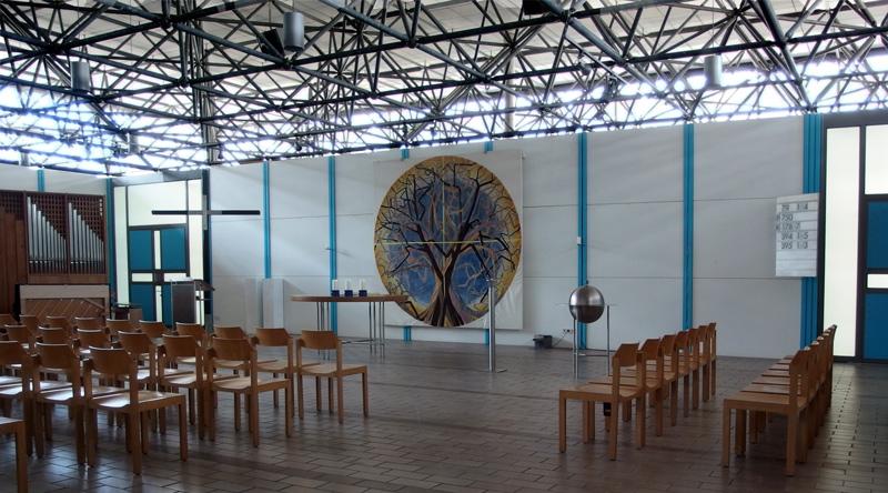 München-Olympiadorf | Ökumenisches Zentrum | evangelischer Kirchenraum | Foto: © Andreas Poschmann / Deutsches Liturgisches Institut