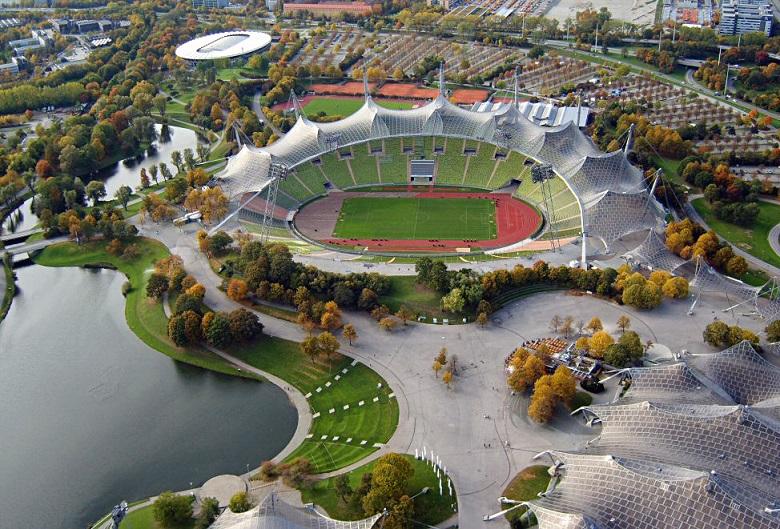 München | Olympiastadion | Foto: Arad Mojtahedi, via Wikimedia Commons