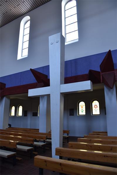 Cottbus | St. Maria Himmelskönigin | Kreuz: Friedrich Press | Foto: Raphael Schmidt