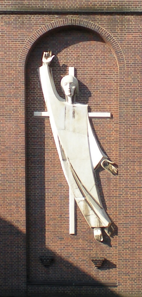 Cottbus | St. Maria Himmelskönigin | Fassadenfigur | Foto: Kocurik, GFDL oder CC BY SA 3.0