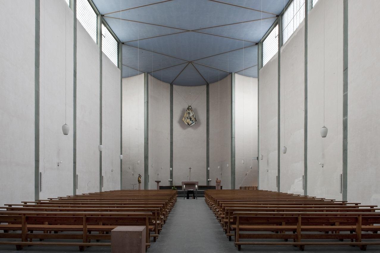 Frankfurt am Main-Nordend | St. Michael | Blick zum Altar | Foto: LfDH, Christine Krienke