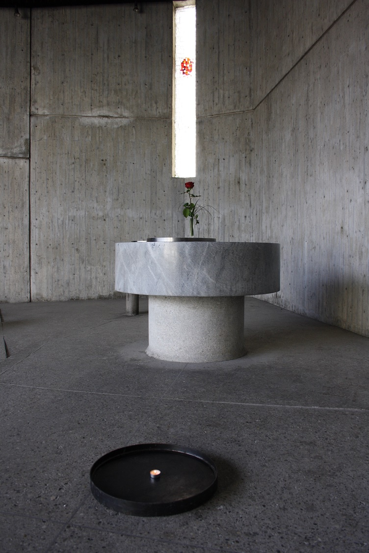 Dachau| Versöhnungskirche | Altarraum | Foto: Philipp Stoltz