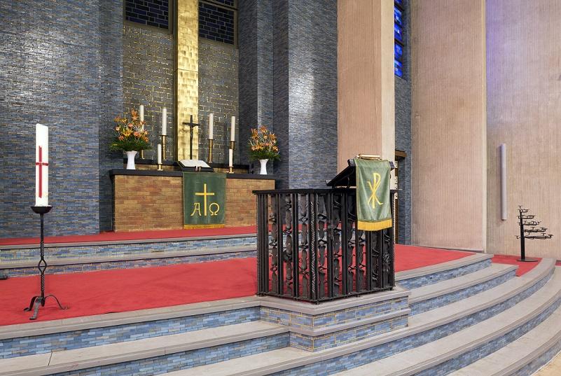 Berlin | Gustav-Adolf-Kirche | Altarbereich | Foto: Bildarchiv Monheim