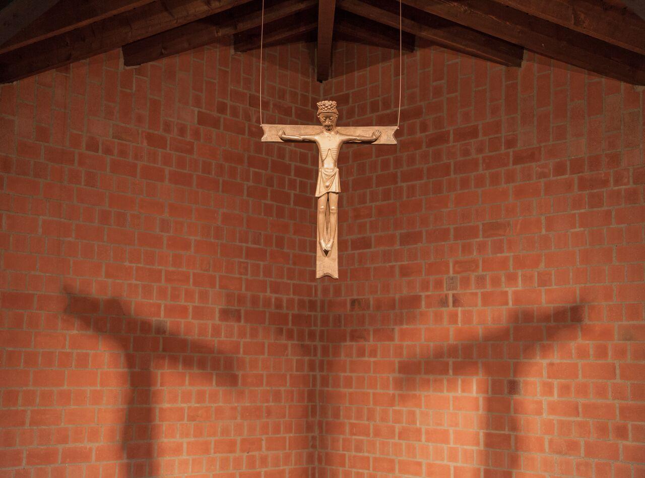 Krefeld | Pax Christi | Altarkreuz | Foto: Pia Landmann, Bild: Ruth und Theo M. Landmann Archiv e. V.