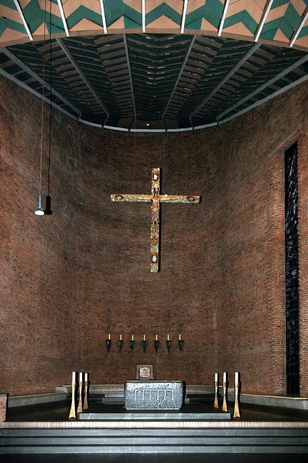 Meschede | Abteikirche | Altarraum | Foto: Wolfgang Poguntke, GFDL oder CC BY SA 3.0-1.0