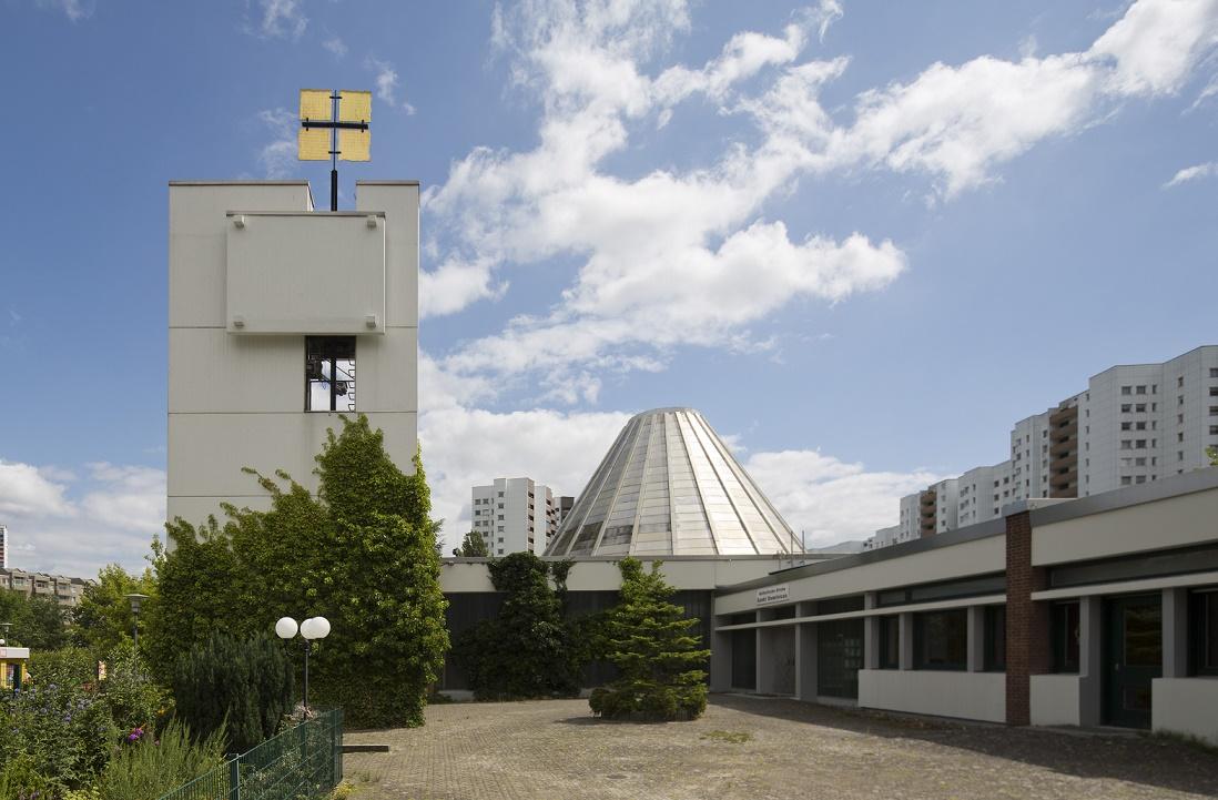 Berlin | St. Dominicus | Außenbau | Foto: Bildarchiv Monheim