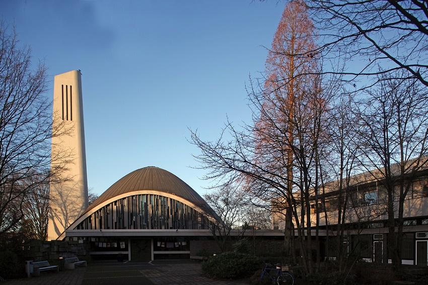 Meerbusch-Büderich | Christuskirche  | Außenbau | Foto: Michaela Kalusok/Jürgen Wiener