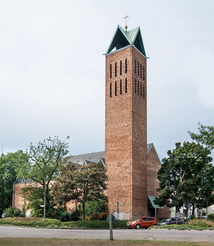 Hanau | Christuskirche | Außenbau | Foto: Gerhard Jost, Bild: Ev. Stadtkirchengemeinde Hanau