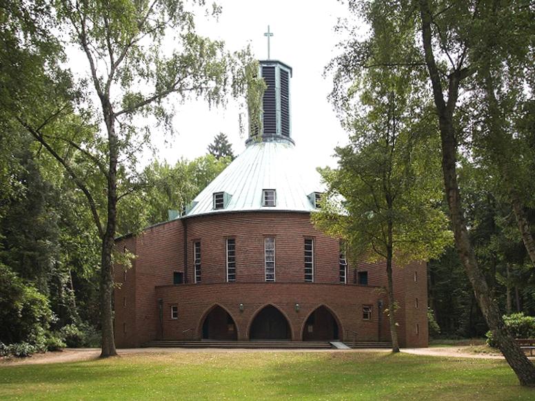 Aumühle | Bismarck-Gedächtnis-Kirche | Außenbau | Foto: Matzematik, CC BY SA 3.0