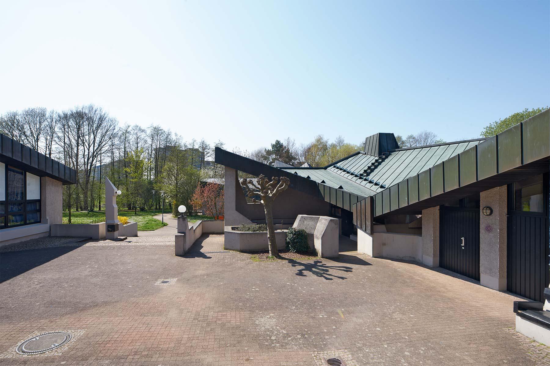 Darmstadt | Ökumenisches Gemeindezentrum | Außenbau | Foto: Marcel Schawe