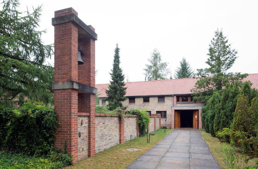 Am Mellensee | Kloster Alexanderdorf | St. Gertrud | Außenbau | Foto: Florian Monheim, Krefeld