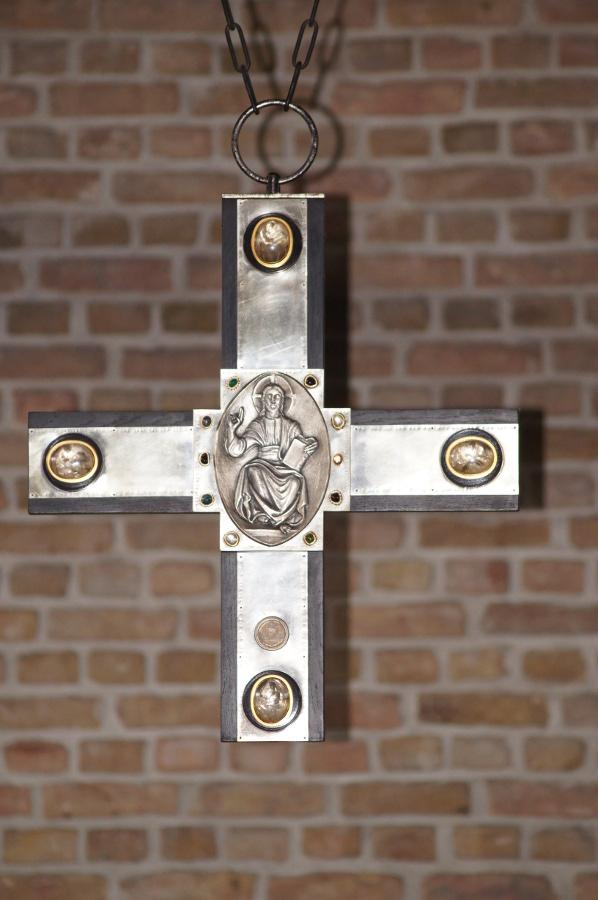 Am Mellensee | Kloster Alexanderdorf | St. Gertrud | Altarkreuz | Foto: Abtei St. Gertrud, Kloster Alexanderdorf