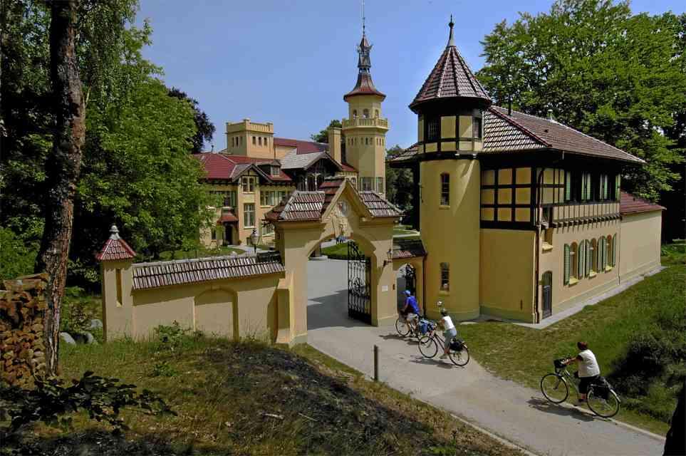 Storkow | Schloss Hubertushöhe | Foto: Autor unbekannt, CC BY SA 3.0, OTRS ticket #2008120510015054, 2008