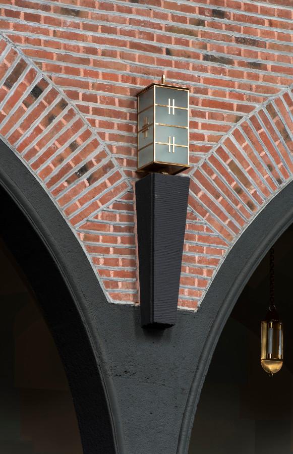 Esslingen | Südkirche | Lampe| Foto: Rose Hadju